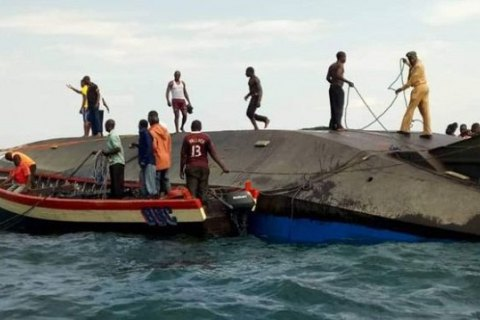 Під час катастрофи порома в Танзанії загинули 136 осіб