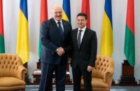 Лукашенко заявил, что Запад оставил Зеленского с Донбассом один на один