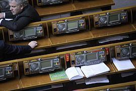 Судьба закона о языках висит на 14-и голосах