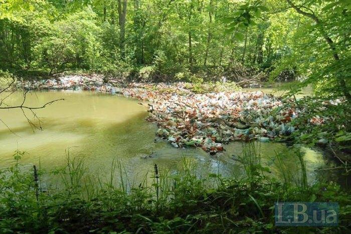 Сміттєві затори на річках Закарпаття