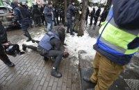 """Біля каналу """"НАШ"""" сталися сутички, чотирьох учасників акції доставили в поліцію (оновлено)"""