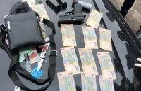 ДБР затримало інспектора київської поліції на хабарі за водійські права