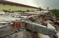 На Суматре после землетрясения десятки заключенных вырвались на свободу