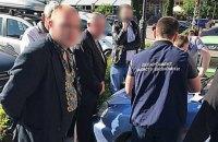 Ивано-франковская полиция поймала на взятке чиновника в вышиванке
