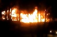 На лівому березі Києва вночі згоріли 10 автомобілів