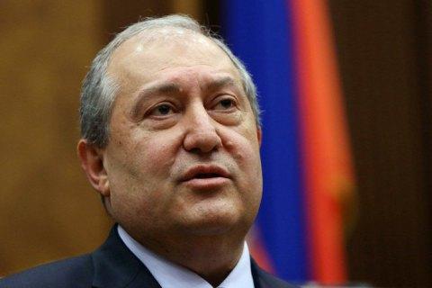 В Лондоне госпитализировали президента Армении, заболевшего ковидом