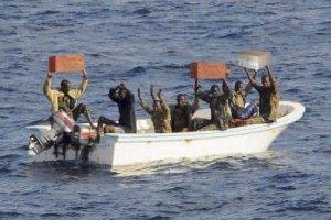 Двоих украинцев выкупили из пиратского плена