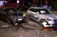 Четверо людей постраждали внаслідок зіткнення двох таксі в Києві
