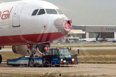 Град розбив скло в українського Airbus A320 у Стамбулі
