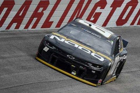 Впервые за полвека гонка серии NASCAR прошла на грунтовой трассе