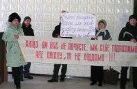 В Макеевке снова требовали не закрывать украинскую школу