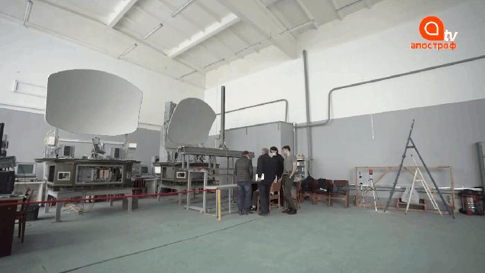 Дві станції багатофункціонального радіолокаційного комплексу 'Мінерал-У' на заводі 'Радіовимірювач'