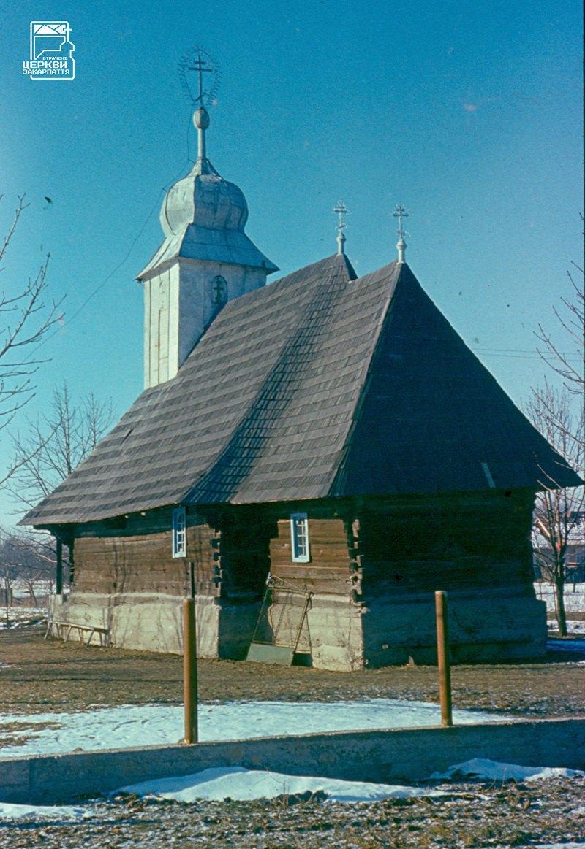 Церква ХVIII ст. в селі Руська Долина на Виноградівщині. Згоріла у 1999.
