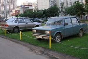 Київських водіїв будуть штрафувати за паркування на газонах