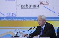 Азаров перевел зарплаты в доллары и понял, почему люди расстраиваются