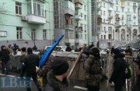 У въезда в Кабмин возводят баррикады