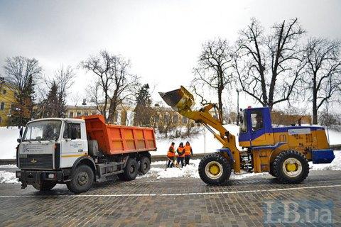 В Киеве неизвестные обстреляли снегоуборочную машину