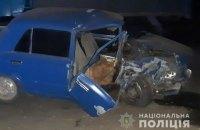 В Тернопольской области пьяный водитель врезался в припаркованный грузовик, пострадала его жена и двое детей