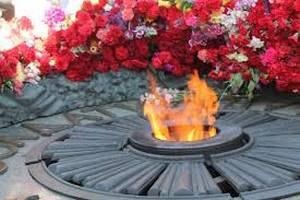 Латунную плиту с постамента Вечного огня в Киеве попытались сдать на металлолом