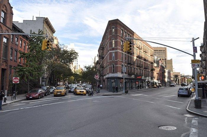 Пересечение 13-й улицы и Восьмой авеню, Гринвич Виллидж, Нью-Йорк