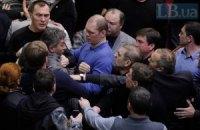 """У ВР ледь не побили """"регіонала"""" Грушевського, який виступив проти повернення до Конституції-2004"""