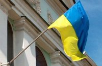 На горсовет Алчевска вернули украинский флаг