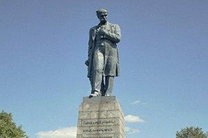 Литвин и Азаров возложили цветы к памятнику Шевченко