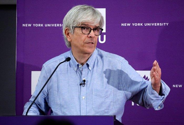 Пол Ромер во время общения с журналистами, Нью-Йорк, США, 08 октября 2018 г.