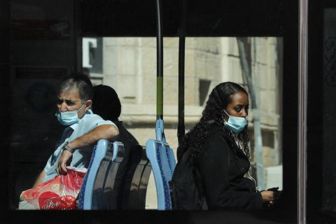 Ізраїль повернув масковий режим через поширення дельта-варіанта коронавірусу