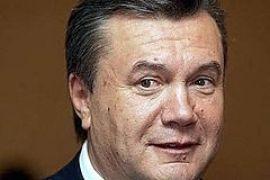 """Янукович в день матча """"Шахтера"""" едет якобы в церковь в Донецке"""