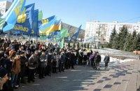 Активисты пикетируют ЦИК, требуя провести выборы в райсоветы Киева