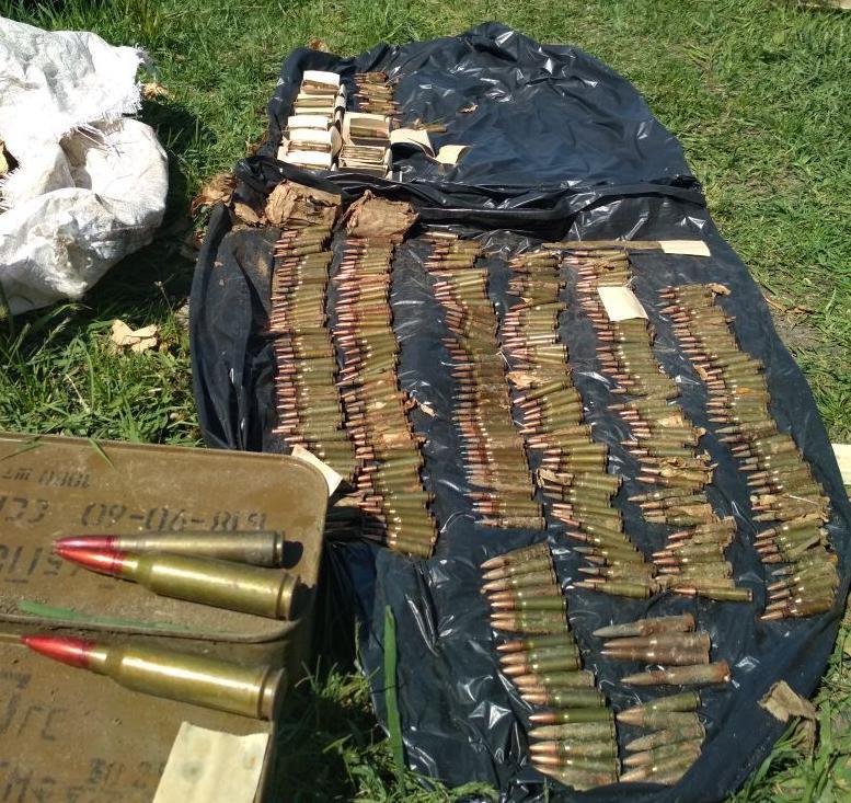Таможенники обнаружили вНовотроицком крупный схрон боевиков