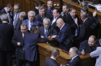 Оппозиция заблокировала трибуну Рады