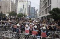 Влада Гонконгу почала розбирати табір демонстрантів