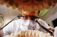 Поліція відкрила п'ять проваджень щодо рівненської стоматологині, яка била дітей