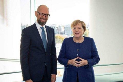 Яценюк обговорив з Меркель питання співпраці з МВФ