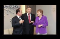 Порошенко призвал Меркель и Олланда ускорить введение безвизового режима