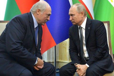 """Лукашенко договорился с Путиным, что РФ """"по первому запросу"""" предоставит Беларуси помощь в обеспечении безопасности"""