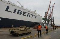В Латвию прибыли американские танки Abrams и БМП Bradley