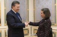Янукович пообещал Нуланд ускорить освобождение протестующих