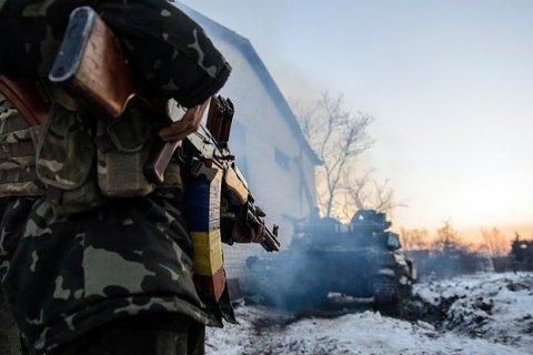 Боевики открыли огонь у Песков, один военный ранен