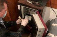 На місці зберігання хабаря брата голови ОАСК знайшли антикваріат, документи Вовка і гроші в п'яти валютах