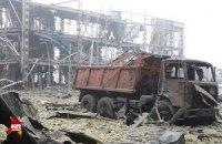 Міноборони: військові обстрілюють бойовиків в аеропорту з артилерії