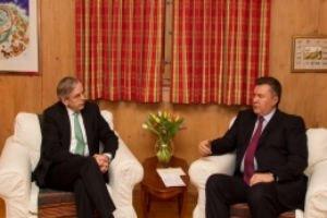 """Янукович поблагодарил президента ЕБРР за """"блестящее"""" сотрудничество"""
