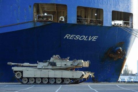 Сотні танків зі США прибули для розміщення у Східній Європі