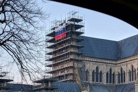 На соборі в Солсбері вивісили прапор Росії