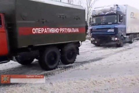 В Одесской области из-за непогоды образовалась четырехкилометровая пробка из 100 грузовиков