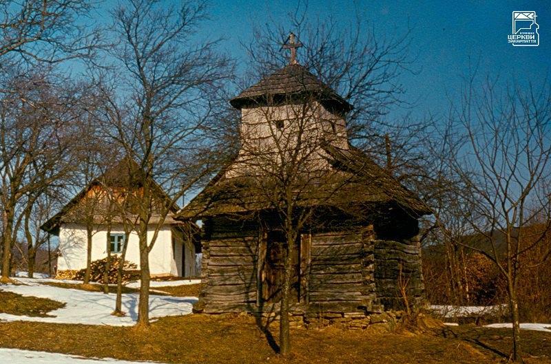 Каплиця в селі Свалявка на Перечинщині (1910 або 1911). Знищена як пам'ятка у 1992.