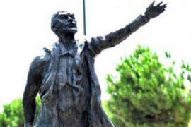 Евродепутаты попросили Францию снести памятник Ленину