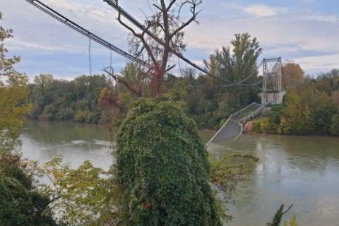 У Франції обвалився міст з автомобілями, загинула неповнолітня